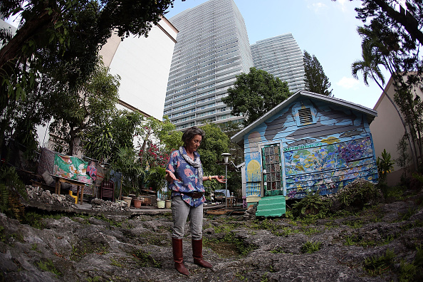 Continuity「Brickell Area Of Miami Continues To Develop Around Small Colorful Home With Storied Past」:写真・画像(11)[壁紙.com]