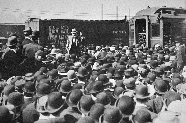 Leadership「Eugene Victor Debs American Union Leader Addressing A Crowd 20th Century」:写真・画像(16)[壁紙.com]
