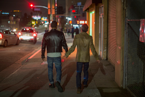 Holding Hands「50th Anniversary Of L.A.- Area LGBT Landmark , Black Cat Tavern Celebrated With Rally」:写真・画像(3)[壁紙.com]