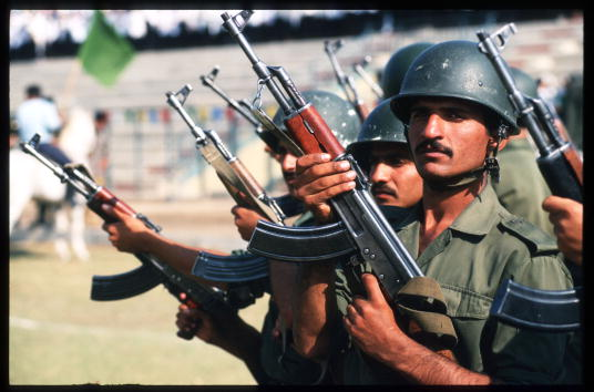 Patriotism「Iraq Prepares for War」:写真・画像(15)[壁紙.com]