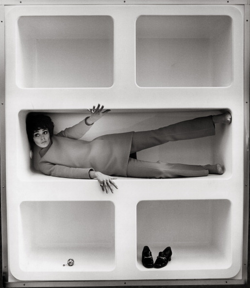 Storage Compartment「Model Katarina Sarnitz (Noever) in a shelf in the fashion boutique CM, whose entrance and interior was designed by the architect Hans Hollein. Photograph. 1965.」:写真・画像(10)[壁紙.com]
