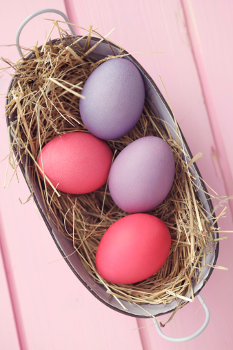 イースター「Coloful Easter eggs in basket, studio shot」:スマホ壁紙(7)