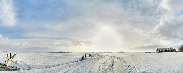 winding winter road:スマホ壁紙(壁紙.com)