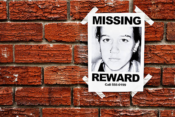 """Missing"" poster of teenage girl taped to red brick wall:スマホ壁紙(壁紙.com)"
