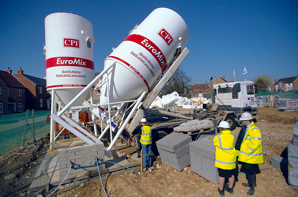 Portability「Concrete batching. Cement Silo being delivered on a property development site.」:写真・画像(14)[壁紙.com]
