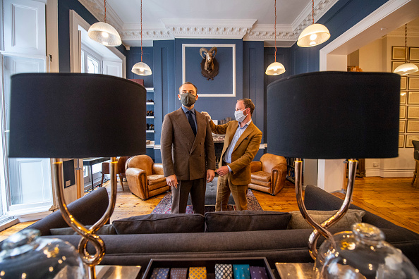 Customized「Tailors On Savile Row Welcome Clients After Weeks In Lockdown」:写真・画像(5)[壁紙.com]
