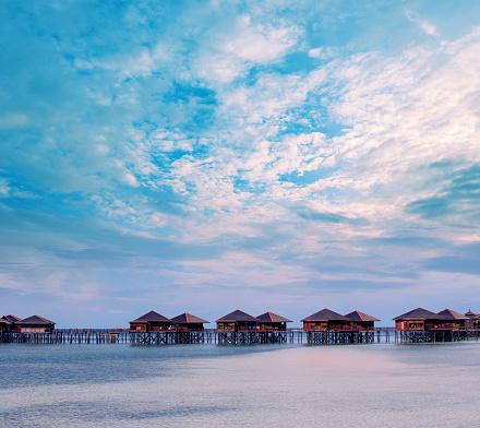 リゾート地「日の出、センポルナ、マレーシア、東南アジア、アジアで水上ヴィラ」:スマホ壁紙(1)