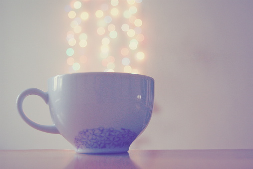 Growth「Coffee cup with conceptual steam rising」:スマホ壁紙(7)