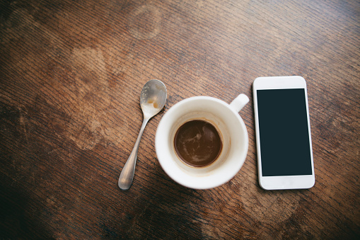 Teaspoon「Coffee cup with remains of coffee, spoon and smartphone on wood」:スマホ壁紙(9)