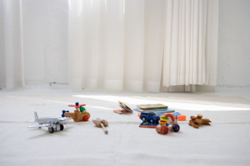 Toy「Children's toys on floor in living room」:スマホ壁紙(17)