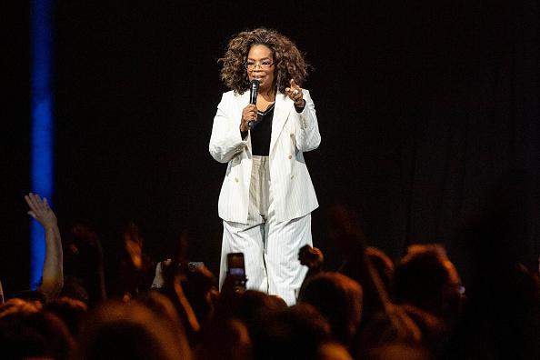 Oprah Winfrey「Oprah's 2020 Vision: Your Life In Focus Tour With Special Guest Jennifer Lopez」:写真・画像(12)[壁紙.com]