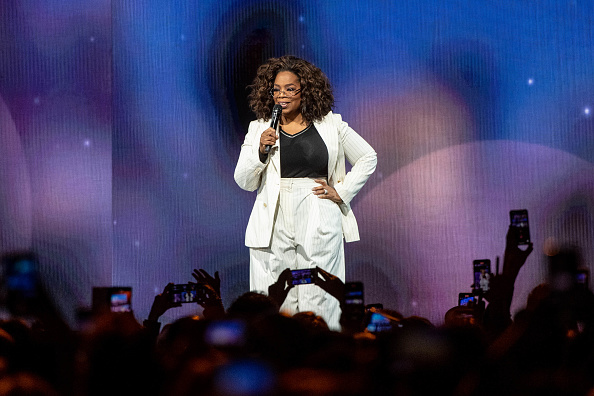 Oprah Winfrey「Oprah's 2020 Vision: Your Life In Focus Tour With Special Guest Jennifer Lopez」:写真・画像(10)[壁紙.com]