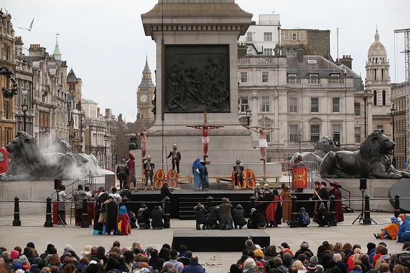 Oli Scarff「Actors Perform The Easter Passion Of Jesus In Trafalgar Square」:写真・画像(0)[壁紙.com]