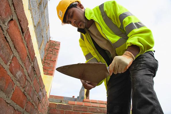 Bricklayer「Bricklayer on a house building site, England, UK」:写真・画像(13)[壁紙.com]
