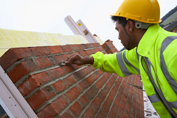 Brick Wall「Bricklayer smoothing mortar on a newly erected brickwall House building site, England, UK」:写真・画像(16)[壁紙.com]