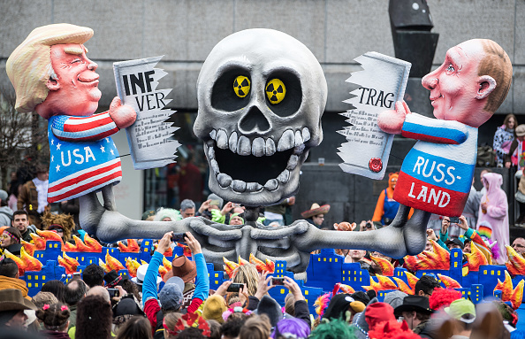 Düsseldorf「Dusseldorf Celebrates Rose Monday Carnival With Political Satire」:写真・画像(2)[壁紙.com]