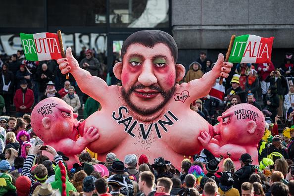 Düsseldorf「Dusseldorf Celebrates Rose Monday Carnival With Political Satire」:写真・画像(9)[壁紙.com]