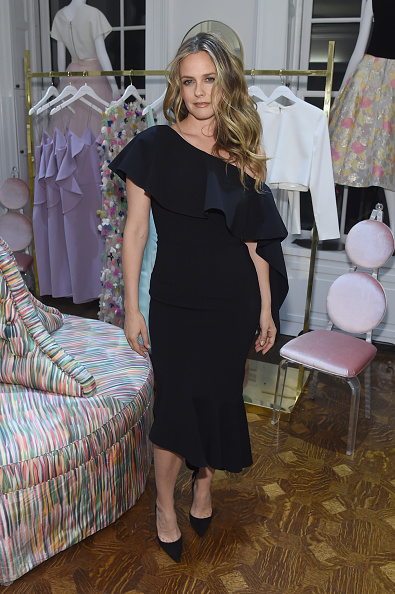 Alicia Silverstone「Christian Siriano Celebrates The Launch Of New Store, The Curated NYC, Hosted By Alicia Silverstone」:写真・画像(19)[壁紙.com]