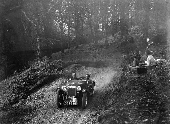 Country Road「MG PA taking part in the B&HMC Brighton-Beer Trial, Fingle Bridge Hill, Devon, 1934」:写真・画像(16)[壁紙.com]