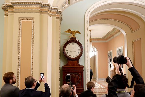 Aaron P「Senate Debates Passage Of Continuing Resolution As Shutdown Deadline Looms」:写真・画像(1)[壁紙.com]