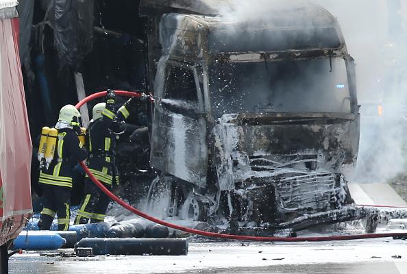 car「Truck Fire Blocks A13 Highway」:写真・画像(14)[壁紙.com]