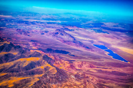 Helicopter「失われつつある視点でヘリコプターから見たモハーベ砂漠のアンテナ」:スマホ壁紙(19)