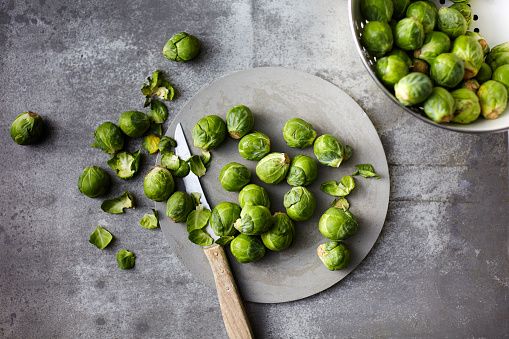 Brussels Sprout「Preparing organic Brussels Sprouts」:スマホ壁紙(18)
