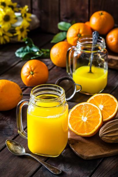 Preparing orange juice at home:スマホ壁紙(壁紙.com)