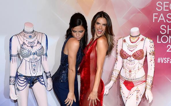 Victoria's Secret Fantasy Bra「Victoria's Secret Angels Adriana Lima  and Alessandra Ambrosio Debut Dream Angels Fantasy Bra By Mouawad」:写真・画像(8)[壁紙.com]