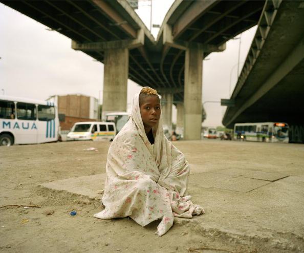10-11 Years「Brazil, Rio de Janeiro, Rodoviaria, portrait of homeless boy (10-11) wrapped in blanket under freeway」:写真・画像(12)[壁紙.com]