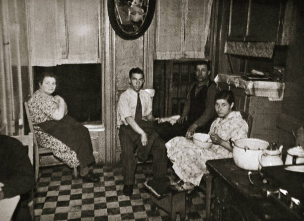 Residents Of A Tenement Henry Street Lower East Side Manhattan New York USA Early 1930s:ニュース(壁紙.com)