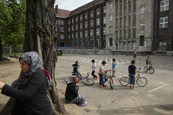 Refugee「Everyday Life At A Refugee And Migrant Shelter In Berlin」:写真・画像(1)[壁紙.com]