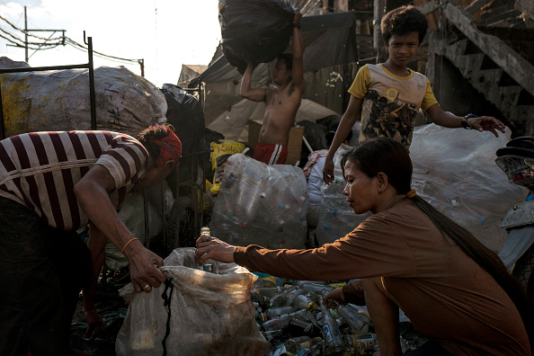 Recycling「Filipinos Tackle Plastic Pollution At Manila's Bay」:写真・画像(15)[壁紙.com]