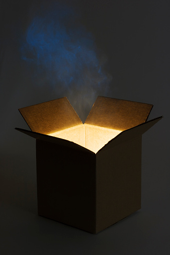 カラの箱「パンドラの箱オープン、神秘的な光輝くマジックギフト」:スマホ壁紙(13)