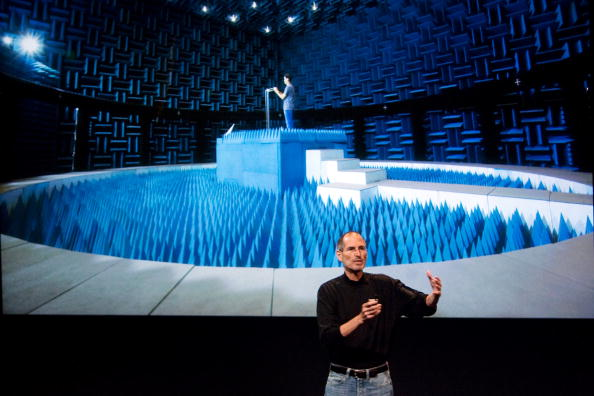 Conference Phone「Apple Holds Press Conference On Its iPhone 4」:写真・画像(19)[壁紙.com]