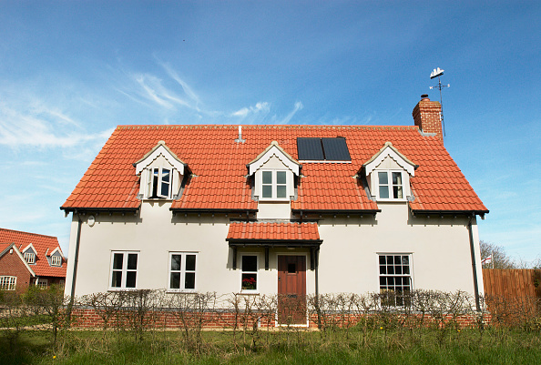 Detached House「Modern detached house with solar hot water panels, Ipswich, Suffolk, UK」:写真・画像(2)[壁紙.com]