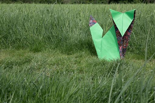 Paper Craft「Origami fox sitting on meadow」:スマホ壁紙(2)