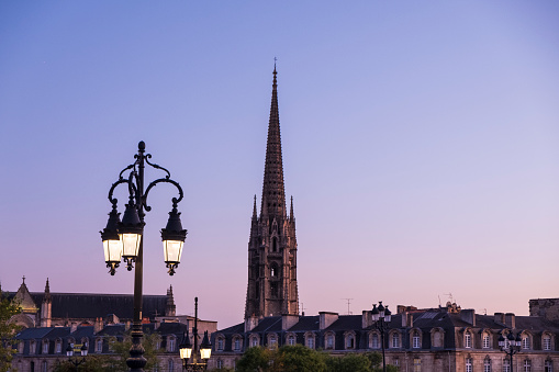 Nouvelle-Aquitaine「St. Michael Spire at night with lamp in foreground in city of Bordeaux」:スマホ壁紙(8)