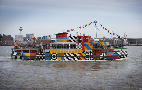 Peter Macdiarmid「Peter Blake Creates A Dazzle Ferry On The Mersey」:写真・画像(16)[壁紙.com]