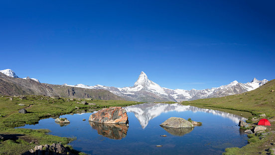 Pennine Alps「Camping at sunny day with view to Matterhorn」:スマホ壁紙(10)