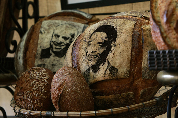 Loaf of Bread「Bay Area Bakery Stencils McCain And Obama Faces Onto Bread」:写真・画像(13)[壁紙.com]