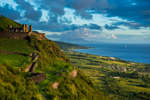 UNESCO「View of Brimstone hill fortress by sea against sky, St. Kitts and Nevis, Caribbean」:スマホ壁紙(4)