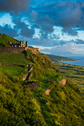UNESCO「View of Brimstone hill fortress against sky, St. Kitts and Nevis, Caribbean」:スマホ壁紙(10)
