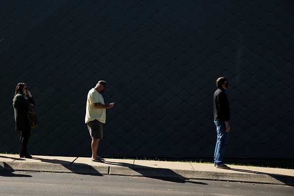 Waiting In Line「Early Voting Begins In Tennessee」:写真・画像(6)[壁紙.com]