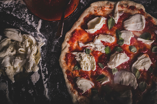 Caucasian Ethnicity「Making an Italian pizza at home」:スマホ壁紙(3)