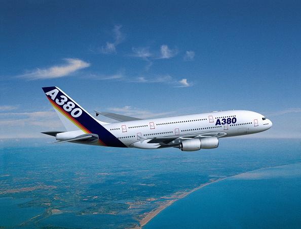 Airbus A380「Superjumbo Airbus A380」:写真・画像(0)[壁紙.com]