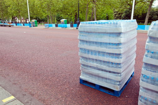 Drinking「Pallet  of water bottles ready for distribution」:スマホ壁紙(16)