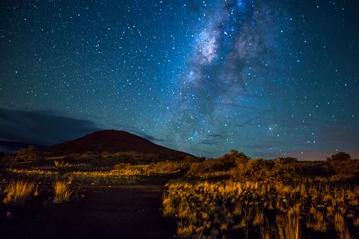 天の川「山のコースで銀河系」:スマホ壁紙(8)