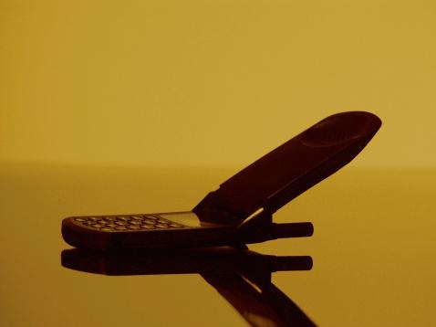 Sepia Toned「Flip-phone, close-up」:スマホ壁紙(13)