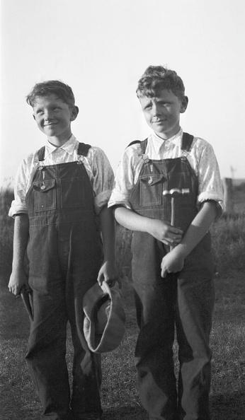 Bib Overalls「Twin Boys In Dungarees」:写真・画像(15)[壁紙.com]